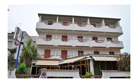 Location hotel italy sea hotel nettuno 3 star roseto degli abruzzi italy hotel seafood - Hotel giardino roseto degli abruzzi ...