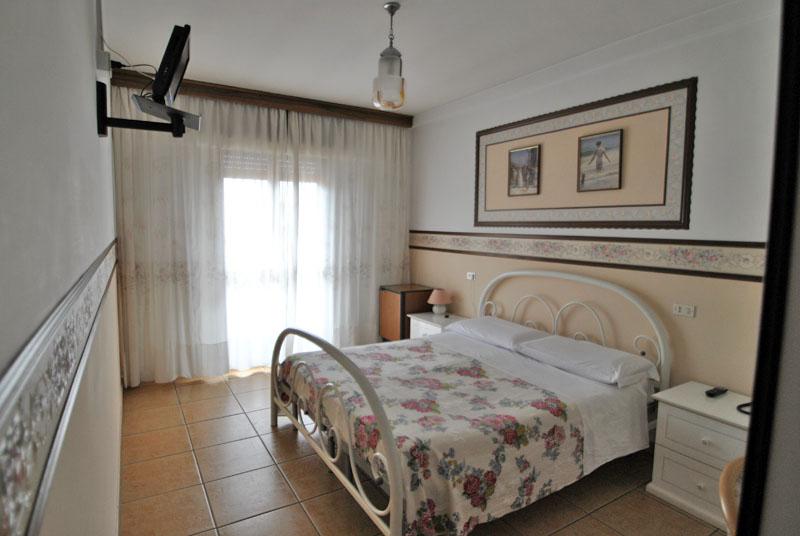 Camere hotel nettuno hotel 3 stelle roseto degli abruzzi for Hotel giardino 3 stelle roseto degli abruzzi te