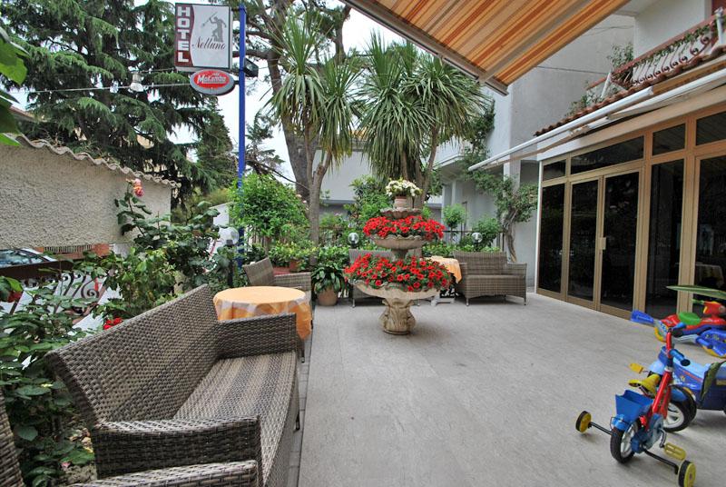 Relax e giardino hotel nettuno hotel 3 stelle roseto degli abruzzi italy alberghi sul mare - Hotel giardino roseto degli abruzzi ...