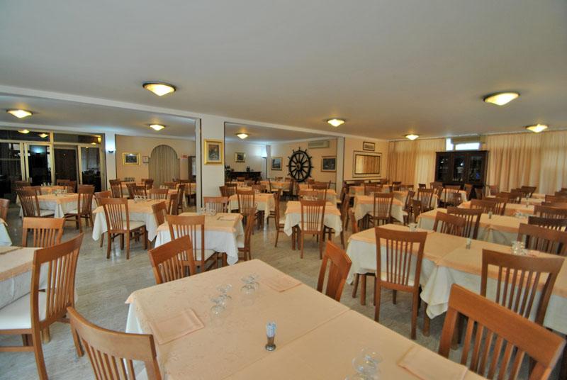 Ristorante hotel nettuno aperto tutto l 39 anno hotel albergo for Hotel giardino 3 stelle roseto degli abruzzi te