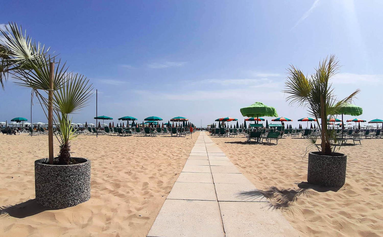 Spiaggia privata hotel nettuno hotel 3 stelle roseto degli for Hotel giardino 3 stelle roseto degli abruzzi te